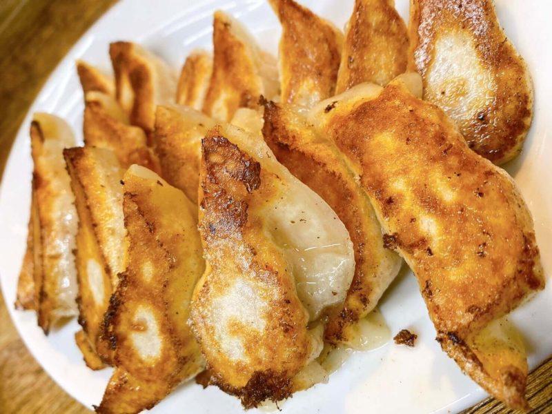 餃子荘ムロ|餃子(ふつう・にんにく・チーズ・カレー)