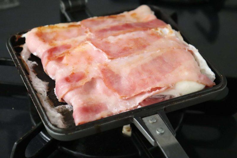家事ヤロウ|ホットサンドメーカーで包み焼きベーコンエッグ 簡単で美味しい朝食におすすめ!