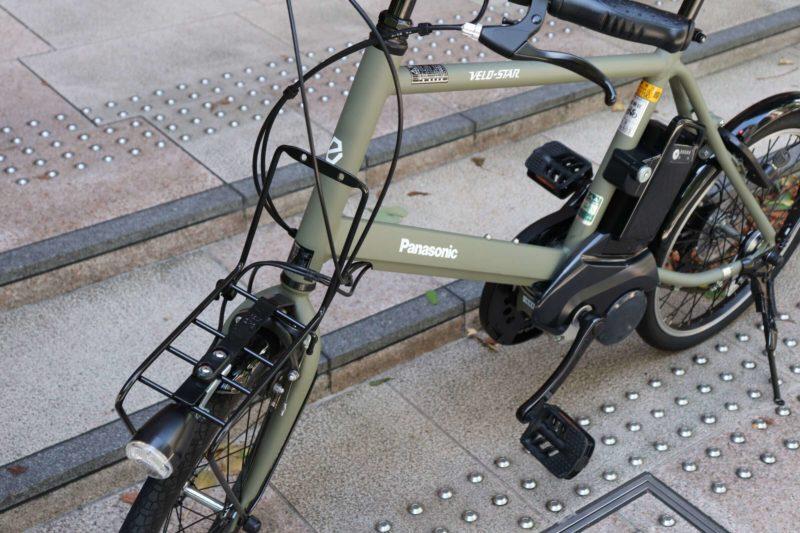 電動アシスト自転車 ベロスターミニ|片足スタンドも付いていて追加取り付け不要