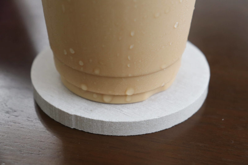 珪藻土コースターの使い心地①|水分の吸収性の高さの安心感