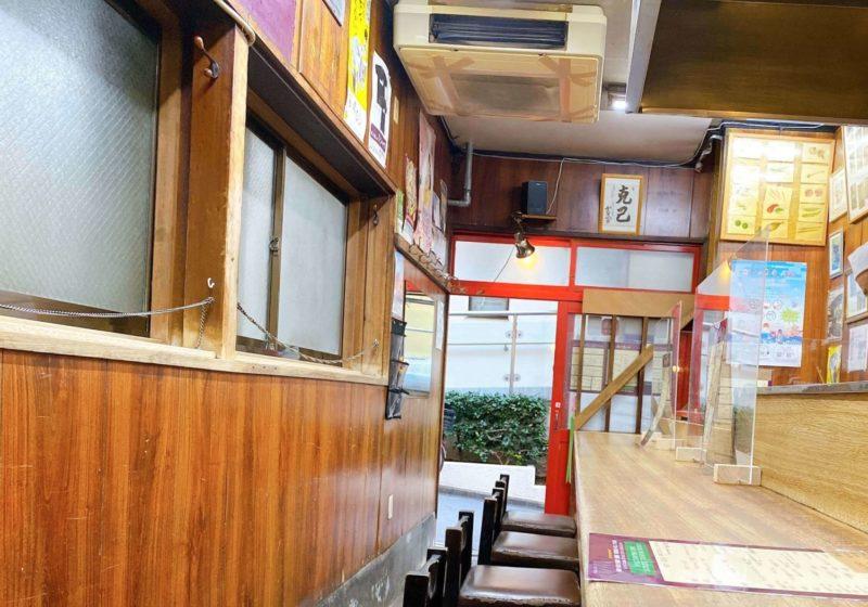 「餃子荘ムロ」の店内の雰囲気とメニュー