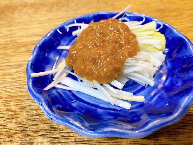 餃子荘ムロ|お通しのネギ味噌