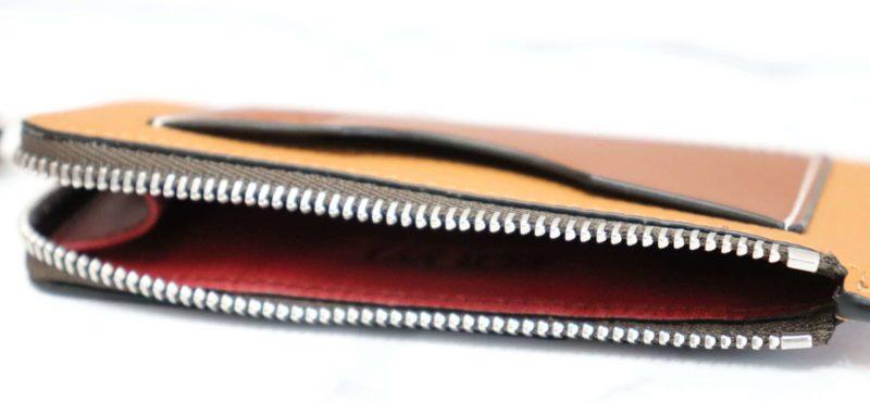 LOEWE コインカードホルダー|サイドまでジッパーがあって開け閉めがしやすいコインケース