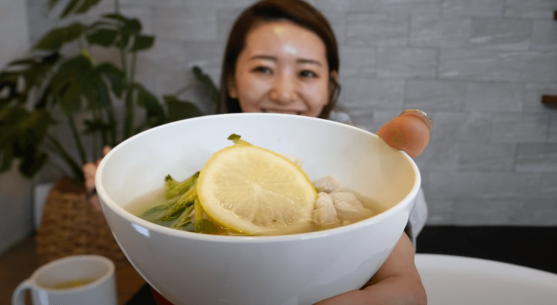 竹脇まりなさん チートデー後の食事記録【1日目 夕食】レモン生姜鍋