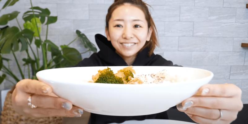 竹脇まりなさん チートデー後の食事記録【2日目 昼食】脂肪燃焼スープ カレー味バージョン、発芽米