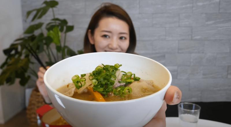 竹脇まりなさん チートデー後の食事記録【3日目 夕食】なめこ豚汁