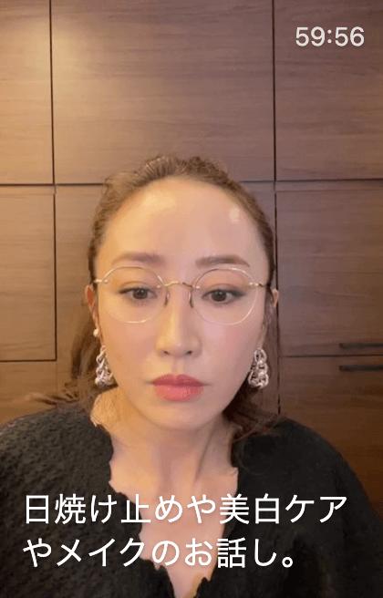 神崎恵さんが3月21日のインスタライブで日焼け止めや美白美容液などの愛用品を紹介
